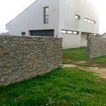 mur z łupka surowego drobnego