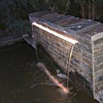kaskada z cegły łupkowej