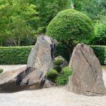 Głazy w ogrodzie japońskim